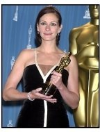 Julia Roberts backstage at the 2001 Academy Awards