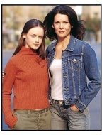 "Gilmore Girls TV Still:  Alexis Bledel as Rory Gilmore and Lauren Graham as Lorelai Gilmore in ""The Gilmore Girls"""