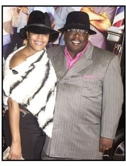 """Cedric the Entertainer and wife at the """"Barbershop 2: Back in Business"""" premiere"""