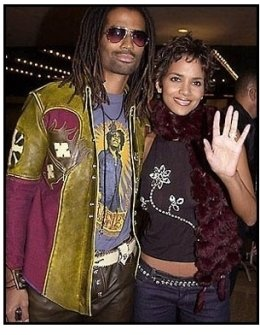 Halle Berry and Eric Benet at The Brothers premiere