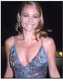 Sarah Wynter at The 6th Day premiere