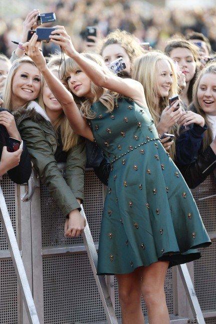Taylor Swift, Selfie