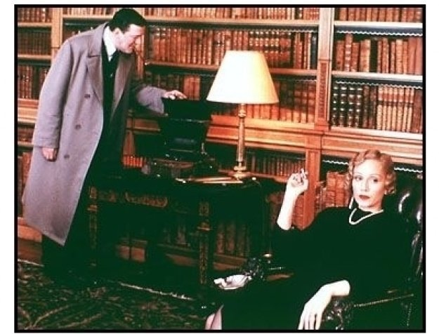 Gosford Park movie still: Stephen Fry and Kristin Scott Thomas
